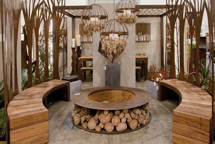 עץ בהקמת גינות - שילוב אלמנטים של פלדה מתכות בעיצוב גינה