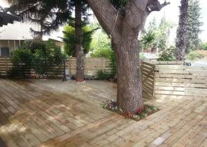 הקמת דק צף בנווה מונוסון ושיפוץ וילה קיימת 2015 4 300x214 - פרויקטים אחרונים - עיצוב גינות אמנות הגינה הקסומה