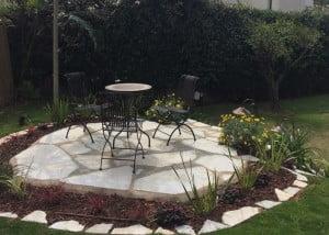 שדרוג ועיצוב גינה בקיסריה והקמת פינת ישיבה על גבעה מלאכותית 3 300x214 - פרויקטים אחרונים - עיצוב גינות אמנות הגינה הקסומה