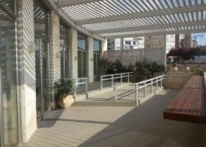 שיפור עורף מלון בנתניה– אפריל 2015 2 300x214 - פרויקטים אחרונים - עיצוב גינות אמנות הגינה הקסומה
