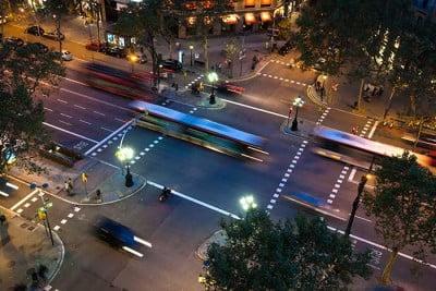 תאורת רחוב סולארית בעיצוב גינות ציבוריות