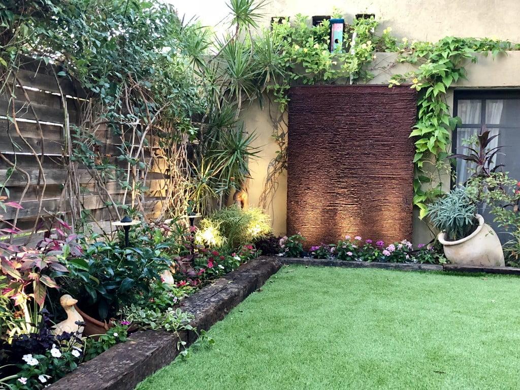 הגינה שלי 1 1024x768 - גינה עם קיר מפל בוילה בתל מונד