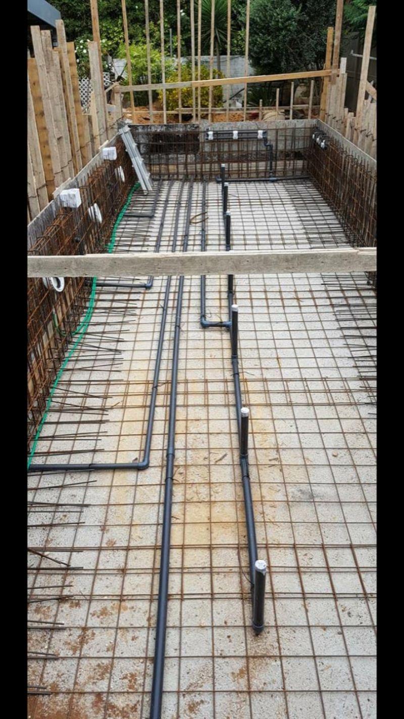 בניית בריכת שחיה מבטון