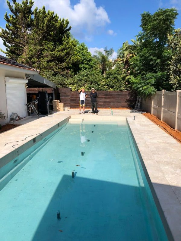 בריכת שחיה מבטון לגינה
