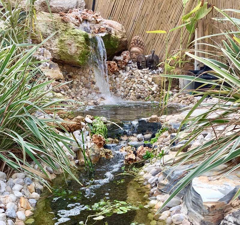 נחל בגינה - עיצוב גינות, עיצוב גינה, הקמת גינות ובריכות - אמנות הגינה הקסומה