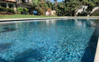 בריכת שחיה בחצר