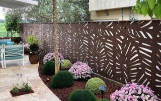 משרביות עץ בעיצוב הגינה