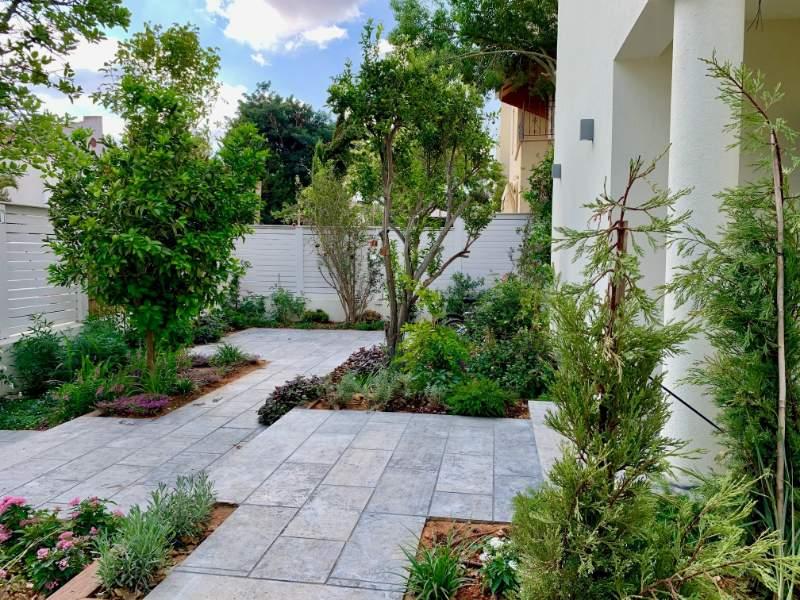 צד של הגינה - פרויקטים אחרונים - עיצוב גינות אמנות הגינה הקסומה