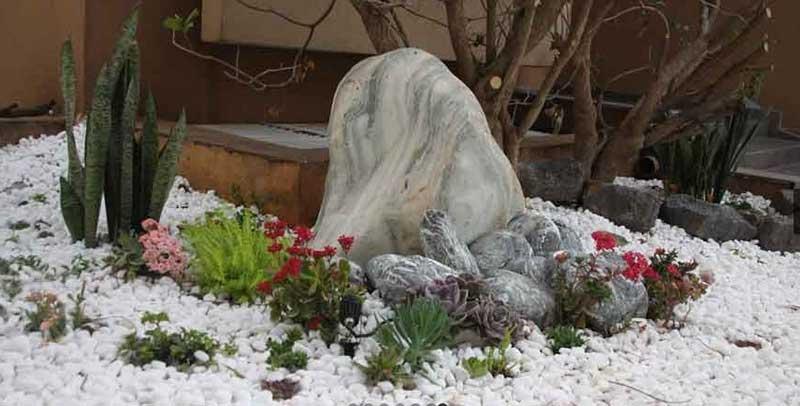 בגינה - עבודות אבן